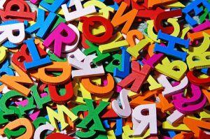 verschillende gekleurde letters door elkaar